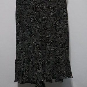Plus size B & W Skirt w/ Ruffled Hem Unbranded 24w